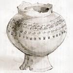 Ce dessin représente un vase globulaire à piédestal. Il s'agit d'une urne funéraire datant de l'age de fer. Le vase est orné de trois bandes. La première est un alignement de croix, au dessous une rangée de ronds pointés en leurs centres et pour finir, la rangée la plus basse est une succession de petits ronds rehaussés de traits formant des V. Le col du vase présente de nombreux manques dus à des cassures. Le pied est également cassé à un endroit à sa base.